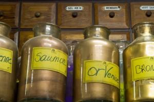 Différentes couleurs d'or en poudre.